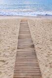 Путь пляжа деревянные и предпосылка моря Стоковые Фото