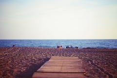 путь пляжа к деревянному Стоковые Фото