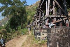Путь рельса на деревянной структуре Стоковые Фотографии RF
