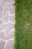 Путь сада естественных камня и лужайки Стоковое Фото