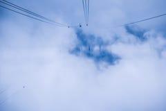 Путь фуникулера с террасой риса на moutain в туманном дне стоковая фотография