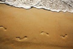 Путь шагов на песке Стоковая Фотография RF