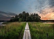 Путь Duckboard к заходу солнца Стоковая Фотография