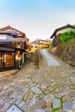 Путь v деревянных домов городка Nakasendo Magome каменный стоковые фото