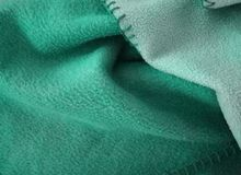 Пушистая красивая зеленая шотландка! Изумительное ощущение! Стоковое фото RF