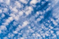 Пушистая предпосылка текстуры облаков Стоковая Фотография