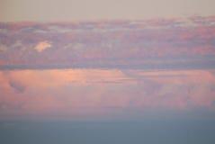 Пушистые облака вечера лето теплое Стоковое Изображение RF