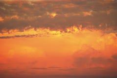 Пушистые облака вечера лето теплое Стоковая Фотография RF