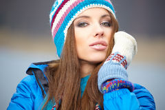 пущи падения дня осени женщина красивейшей гуляя Стоковое Фото