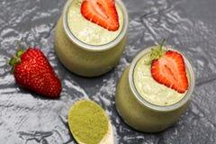 Пудинг семени chia зеленого чая Matcha, десерт с свежей мятой и Стоковые Изображения RF