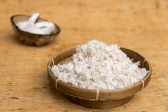 Пульпа кокоса заскрежетанная к тонким кускам Стоковое Фото