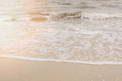 Пульсации волны на песчаном пляже Стоковое Фото