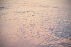 Пульсации воды в озере (винтажная предпосылка стиля) Стоковая Фотография