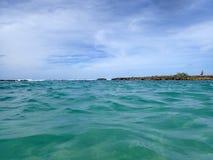 Пульсация воды океана в бухте Kuilima Стоковое фото RF