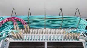 Пульт временных соединительных кабелей и Distributoren волокна для обслуживаний облака Стоковые Фото
