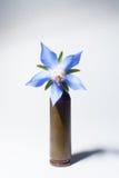 Пуля винтовки с цветком Стоковая Фотография RF