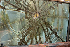 Пуля в стекле окна автомобиля Стоковое фото RF