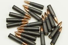 Пуля 7 пункта полости патрона винтовки Ak-47 боеприпасы 62x39mm кладя на сторону Стоковое фото RF