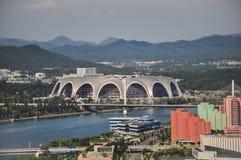 Пхеньян, Север-Корея, 09/07/2018: Во первых праздника Первого Мая стадион приспосабливает неимоверное 250000 человек и хозяйничае стоковые фотографии rf