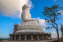 Пхукет большой Будда в голубом небе стоковые изображения