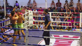 ПХУКЕТ, ТАИЛАНД - ИЮНЬ 2014: Спички коробки Muay тайские акции видеоматериалы