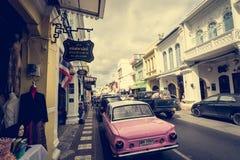ПХУКЕТ, ТАИЛАНД - 16-ОЕ ДЕКАБРЯ: Городок Пхукета старый в дороге thalang с Стоковые Фото