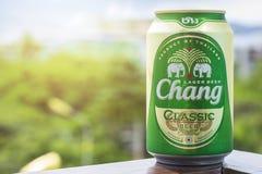 ПХУКЕТ, ТАИЛАНД 20-ое января 2018 - новая бутылка классики пива Chang Стоковое Изображение