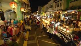 Пхукет, Таиланд 23-ье декабря 2018: В воскресение ночью рынок в городке Пхукета акции видеоматериалы