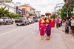 Пхукет, Таиланд - 26-ое августа 2016: Неопознанные красивые девушки, руководитель Стоковое Изображение RF