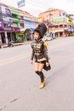 Пхукет, Таиланд - 26-ое августа 2016: Неопознанный руководитель приветственного восклицания парада Стоковые Изображения RF