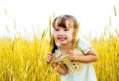 пшеница девушки поля Стоковое Фото