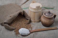 Пшеница из джута с ложкой Стоковые Фотографии RF