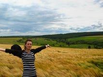 пшеница лета девушки поля дня Стоковые Изображения RF
