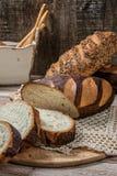 пшеница jpg хлеба вся Отрезанный wholegrain ломоть хлеба на tablec Стоковое Фото