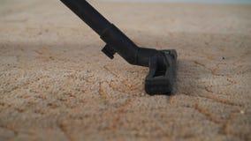 Пылесос очищая ковер сток-видео