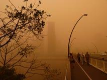 Пыльная буря в Брисбене Австралии - взгляде Брисбена CBD и реки Брисбена в дневном времени Стоковые Изображения