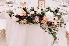 Пышное украшение таблиц свадьбы Стоковые Фото