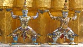 Пышные статуи, попечитель королевского дворца, Бангкок Стоковое Изображение RF