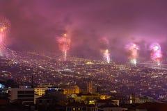 Пышные фейерверки Нового Года в Фуншале, острове Мадейры, Португалии Стоковое Изображение