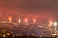 Пышные фейерверки Нового Года в Фуншале, острове Мадейры, Португалии Стоковая Фотография