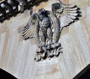 Пышный имперский орел на Lintel d'Iéna Pont, взгляда от реки Siene, Парижа Стоковые Фото