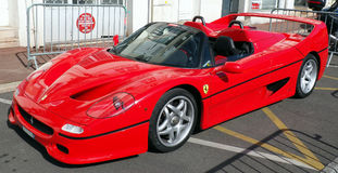Пышный итальянский красный автомобиль стоковое фото