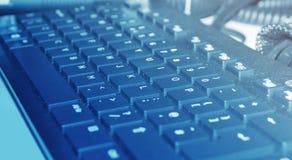 Пылевоздушная клавиатура в голубом свете Стоковое фото RF