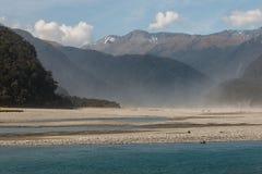 Пыльная буря над рекой Haast Стоковые Фотографии RF