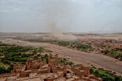 Пыльная буря приходя к Ait Benhaddou Maroc Стоковая Фотография