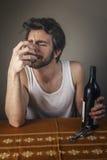 Пьяный плакать человека Стоковые Изображения RF