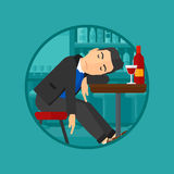 Пьяный человек спать в баре Стоковые Фото
