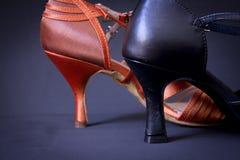Пятка сандалии женщин, который нужно станцевать Стоковые Изображения RF