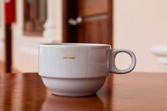 Пятна кофе на белом стекле Стоковая Фотография RF