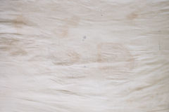 Пятна масла для тела, запахи и пятна, другая грязь на белом листе постельных принадлежностей Стоковые Фотографии RF